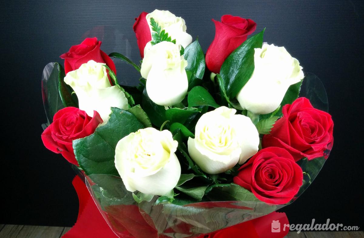 Ramo De Rosas Rojas Y Blancas En Regaladorcom - Imagenes-de-ramos-de-rosas-blancas