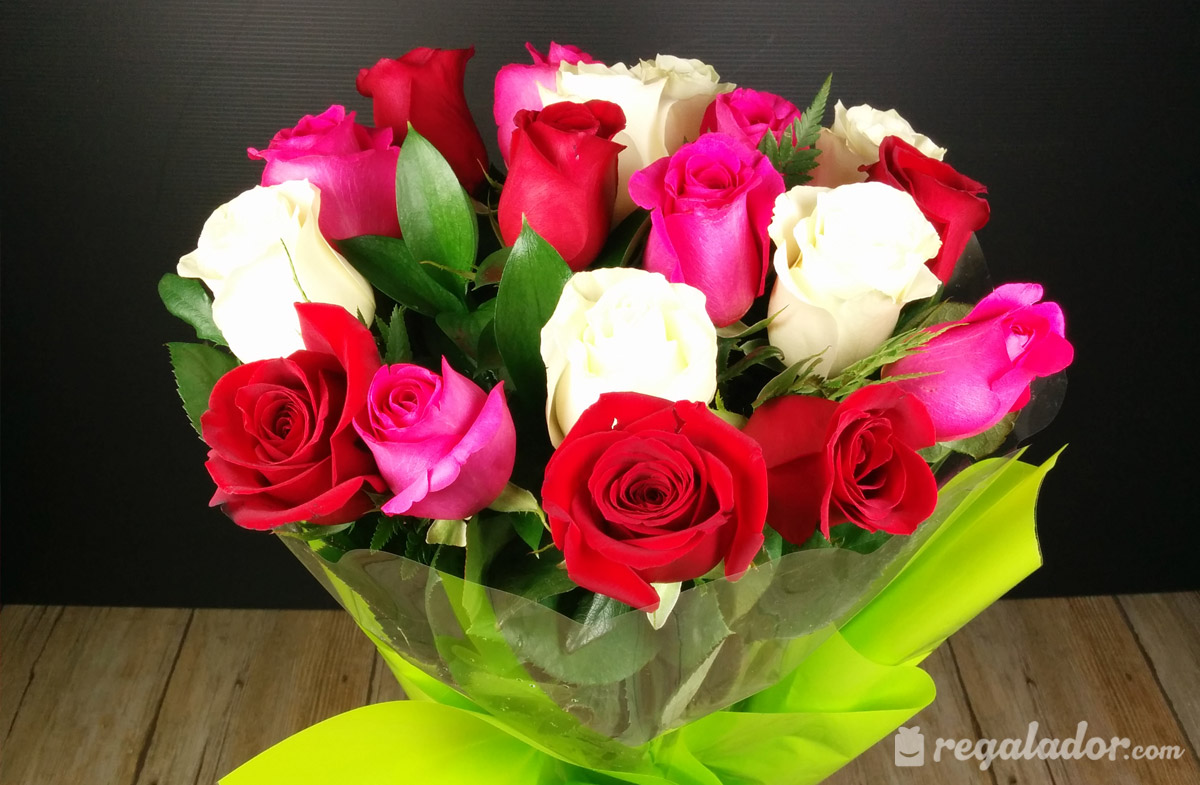 Ramo De Rosas Rojas Rosas Y Blancas En Regaladorcom - Imagenes-de-ramos-de-rosas-blancas