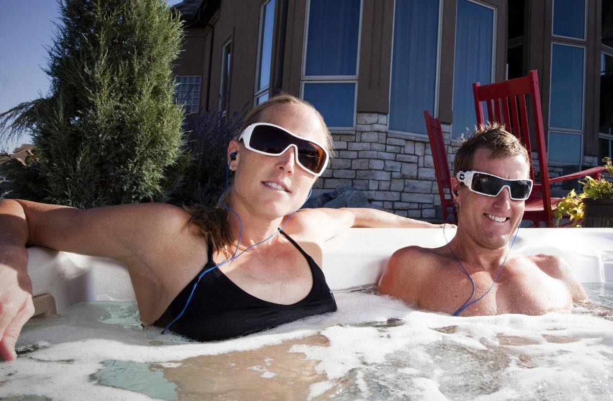 Auriculares sumergibles en el agua for Auriculares para piscina