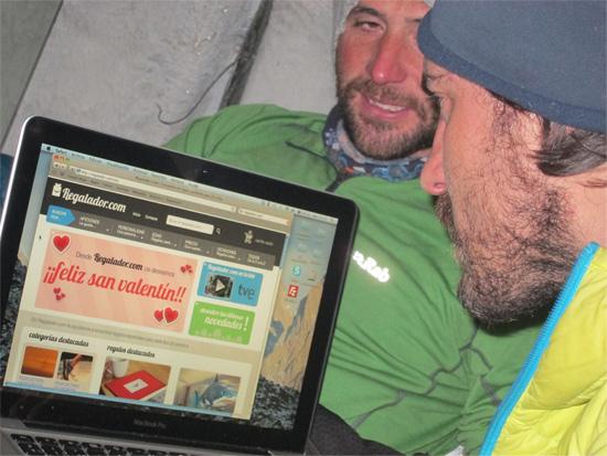 Carlos y Alex comprando en Regalador.com