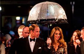 Paraguas transparentes Fulton para mujer: los de la Casa Real Británica