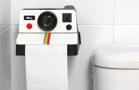 Porta-rollos con forma de máquina Polaroid