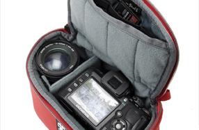 Funda de neopreno Crumpler para guardar la cámara en el bolso