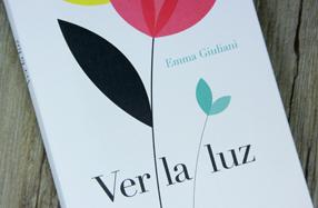 """""""Ver la luz"""", un libro lleno de poesía y color"""