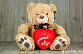 Osos de peluche con corazón de chocolate