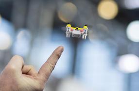 Micro dron acrobático