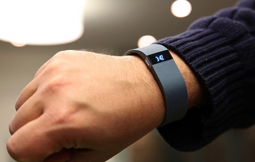 fitbit-charge-pulsera-andar