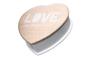 Caja de madera con forma de corazón