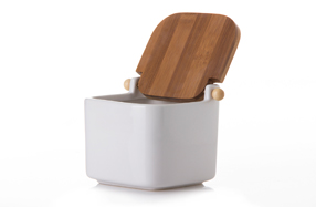Salero de cerámica con tapa de bambú
