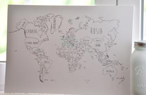 Mapamundi con alfileres para marcar países visitados
