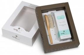 Pack de regalo con cepillo y colonia para bebé de Carelia