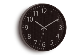 "Reloj de pared ""Perftime"" de Umbra"
