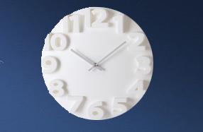 Original reloj de pared con números en relieve