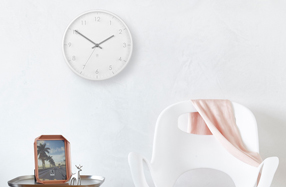 "Reloj de pared blanco ""Pace"" de Umbra"