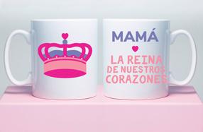 """Taza """"Mamá, eres la reina de nuestros corazones"""""""