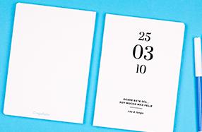 Libreta minimalista con fecha y texto personalizado