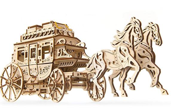 Maqueta de un carruaje de madera