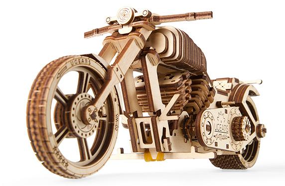 Maqueta de moto mecánica de madera