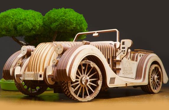 Maqueta de coche clásico de madera