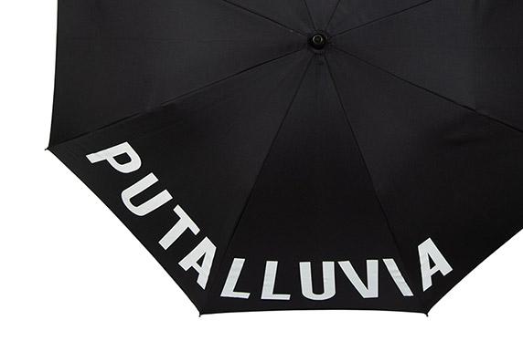 """El paraguas de la """"puta lluvia"""""""