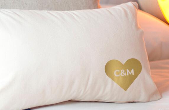 Cojín personalizado en foil para parejas