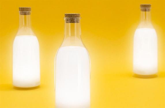 Lámpara LED con forma de botella de leche