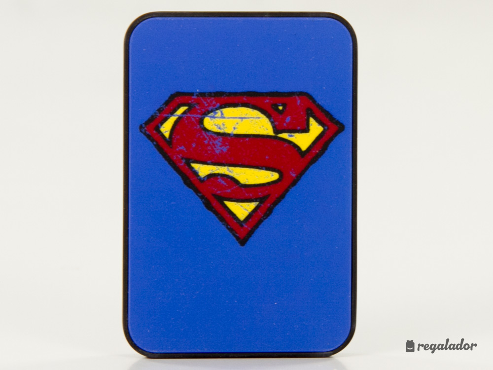 Baterías de superhéroes con superpoderes de carga