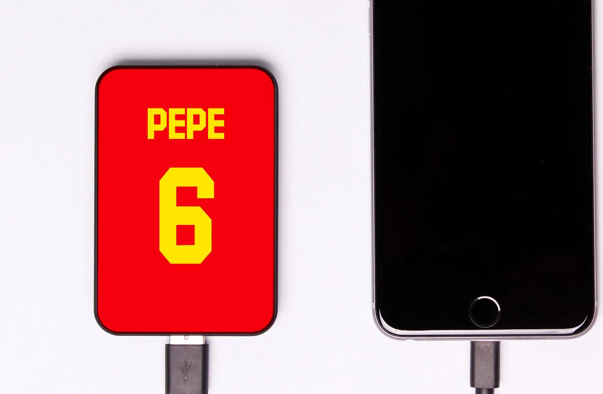 Batería portátil personalizada para amantes del fútbol