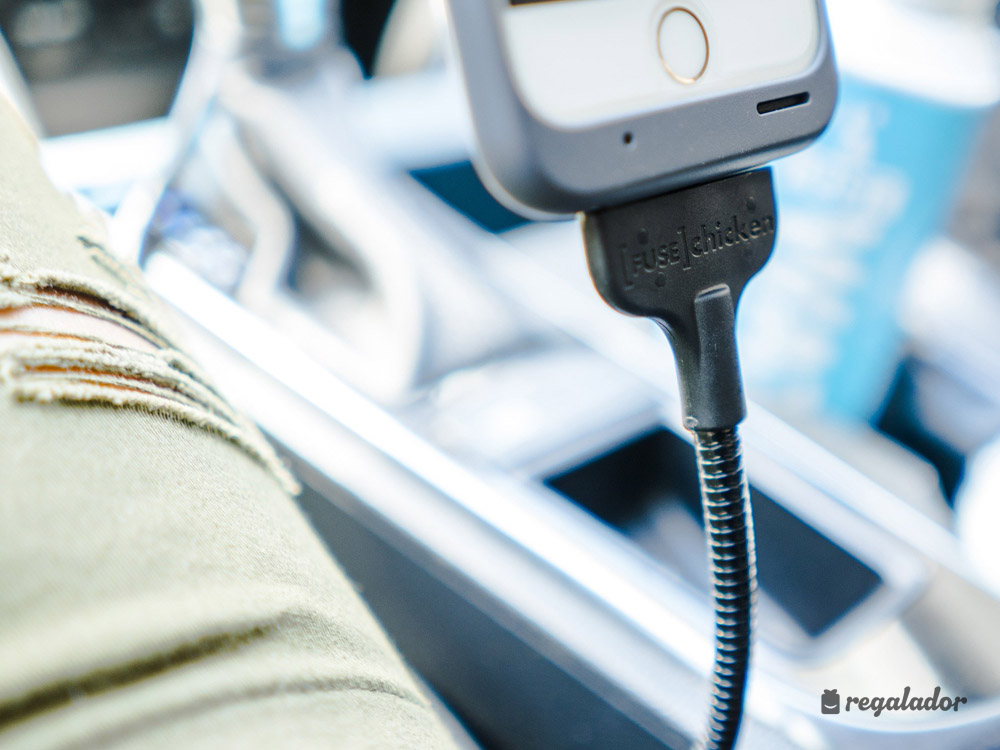 El cable-soporte de coche más resistente para iPhone