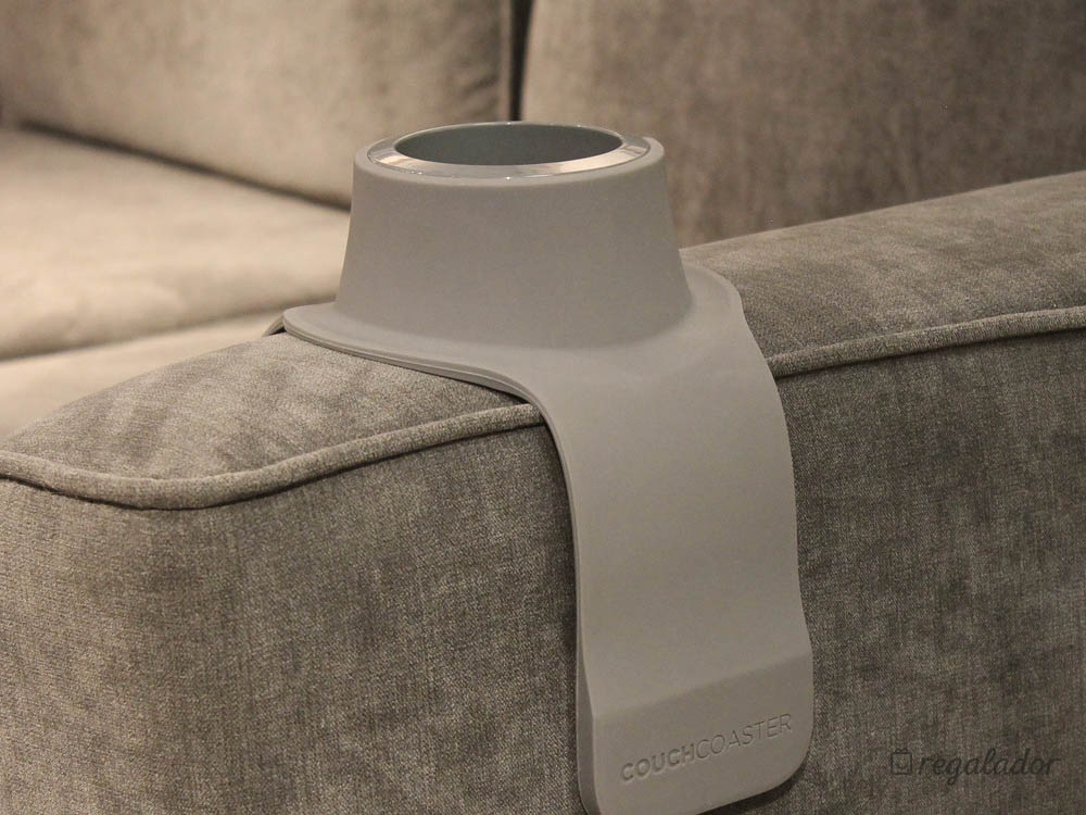 El soporte más práctico para beber en el sofá