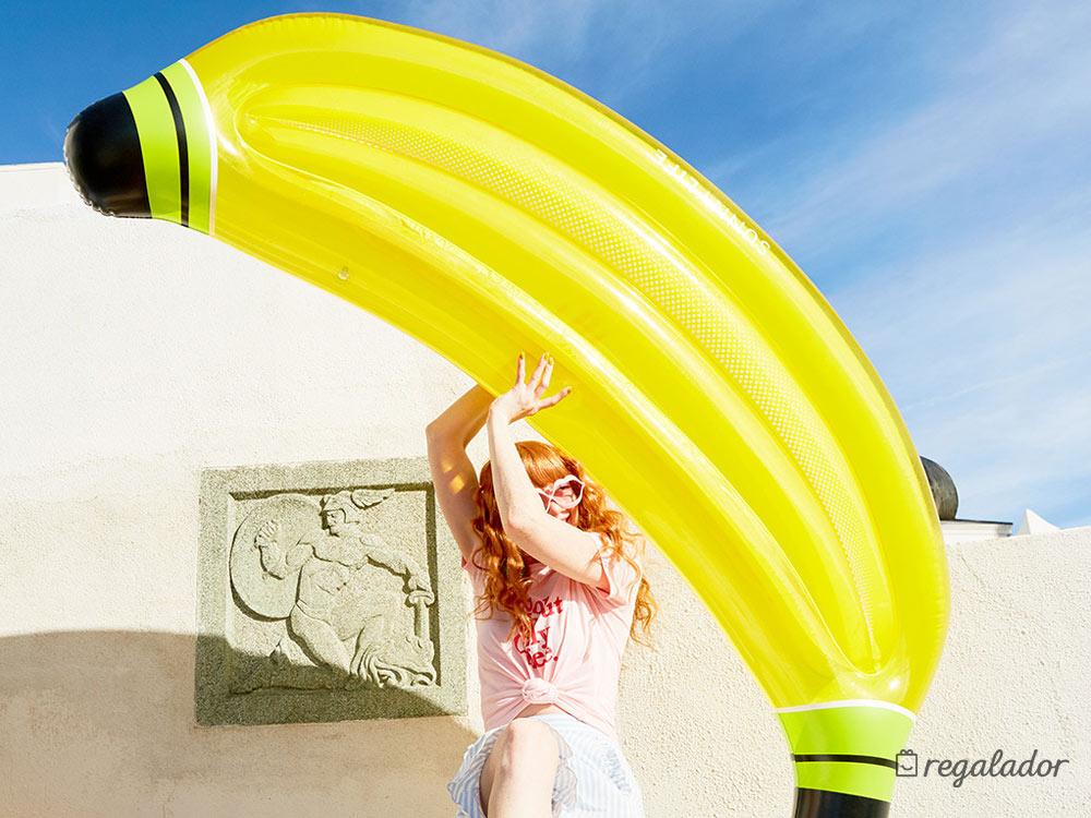 Flotador gigante con forma de plátano