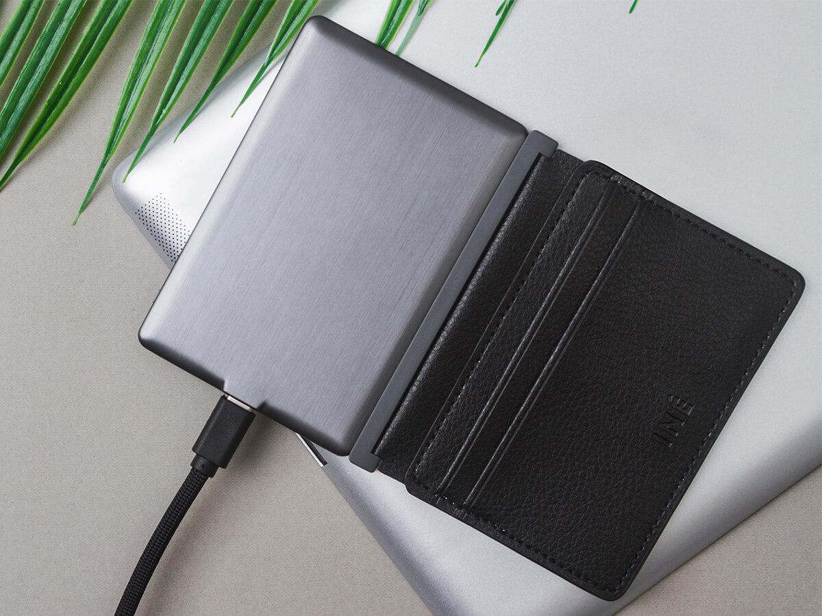 The Wallet: un tarjetero reciclado con powerbank