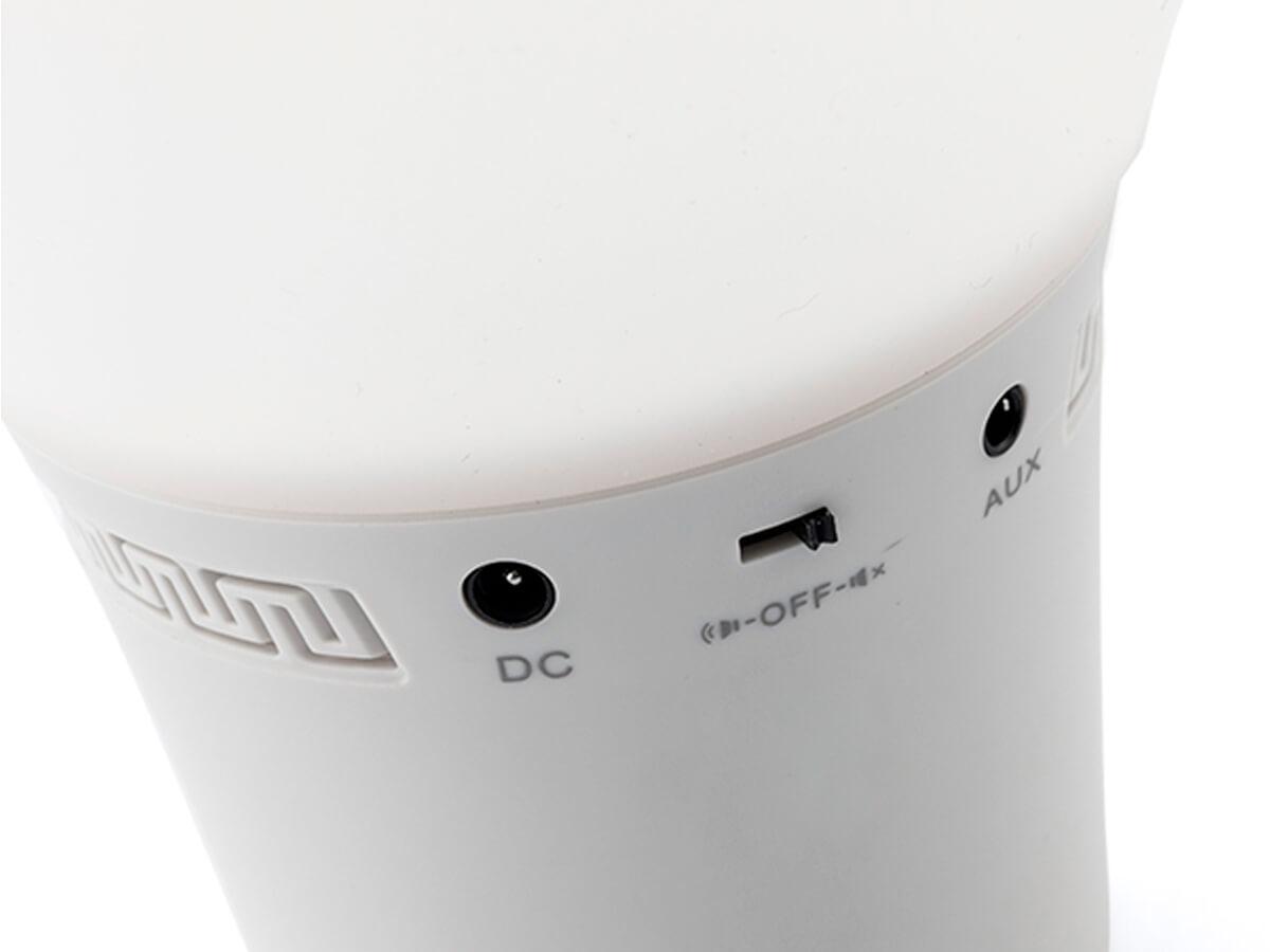 La lámpara LED con forma de bombilla