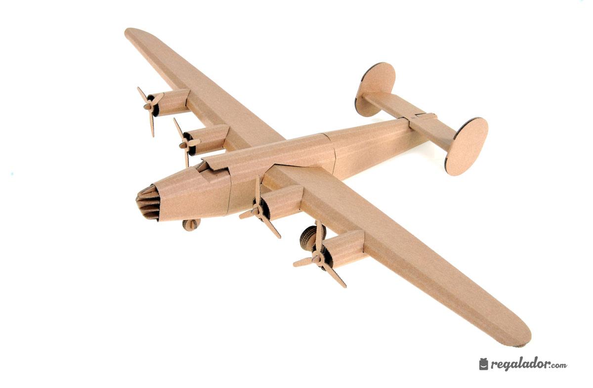 Juguetes creativos de cartón: aviones míticos en Regalador.com