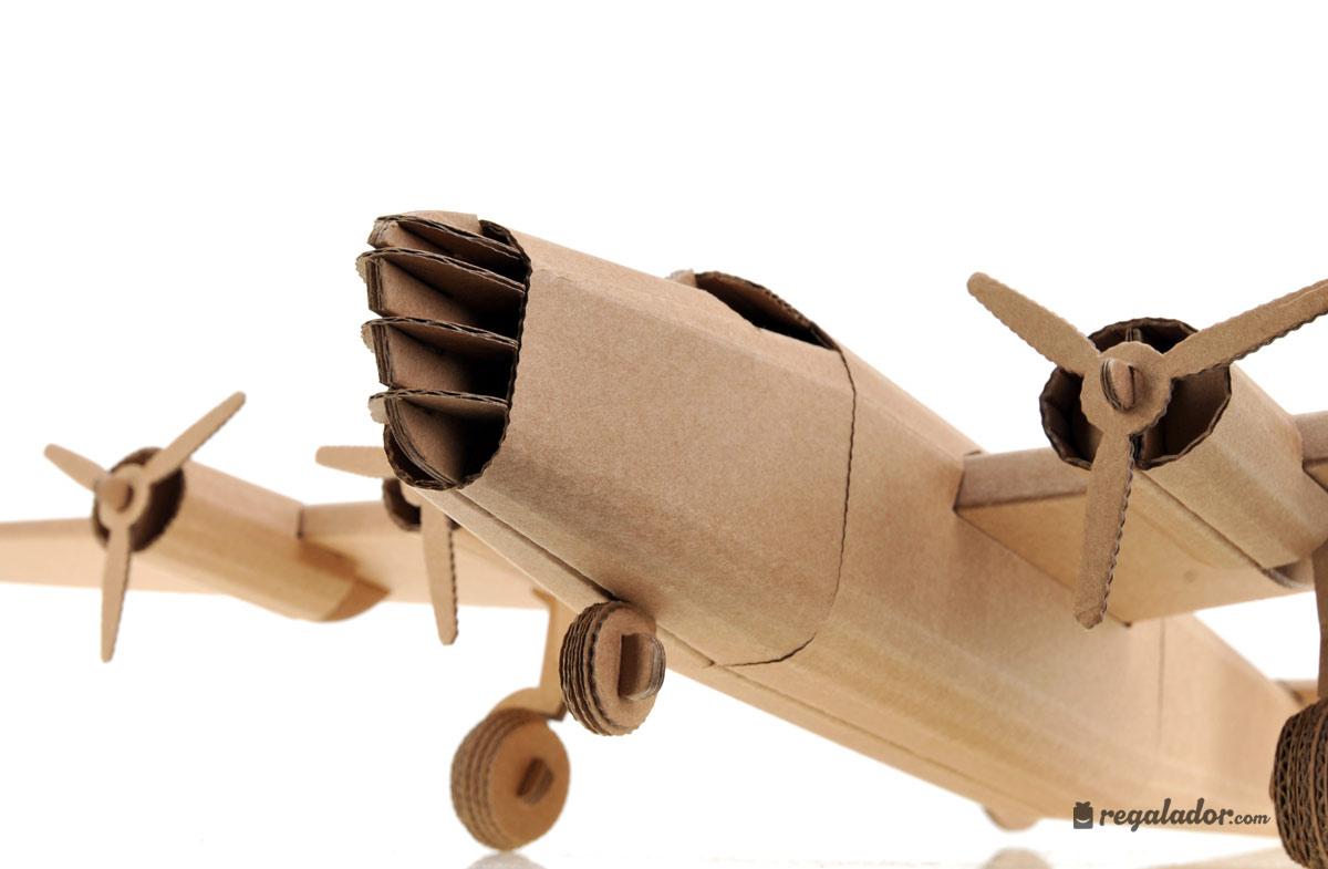 Juguetes creativos de cart n aviones m ticos en for Des cartons pour demenager