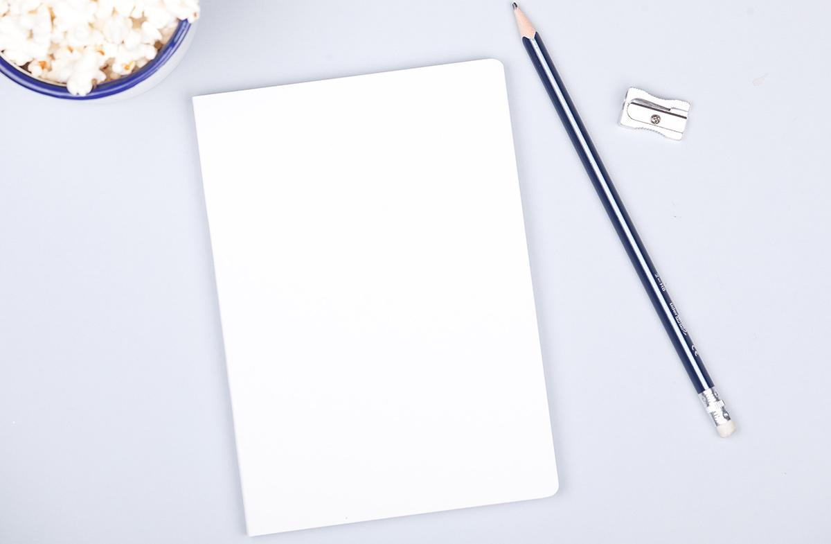 Libreta minimalista con frase personalizada