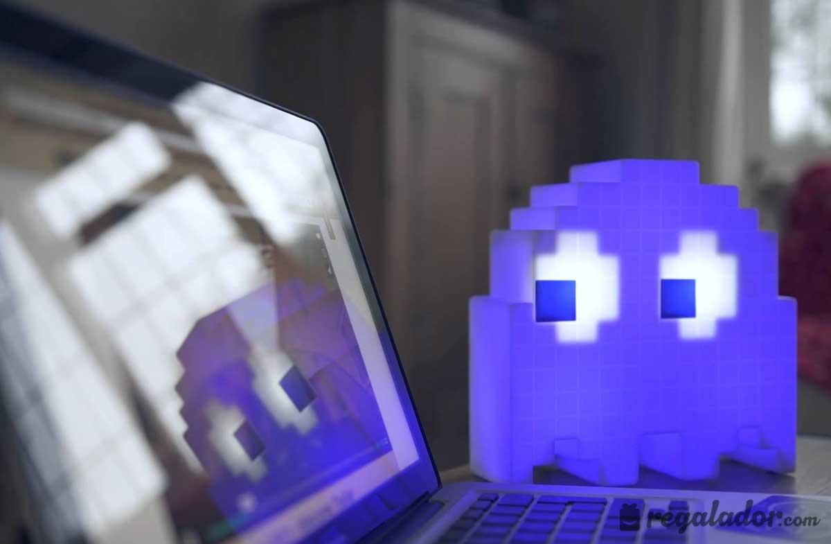 Lámpara: el fantasma de PAC-MAN que cambia de color