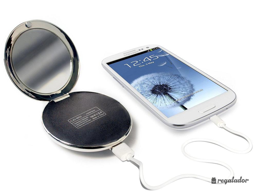El único espejo con luz que carga el móvil