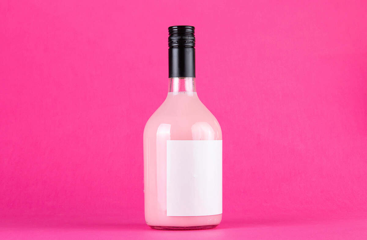 Tequila de fresa en botella personalizada